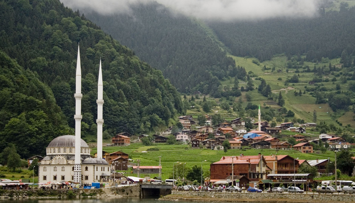 Uzungol-Lake-View-Turkey-Trabzon.jpg