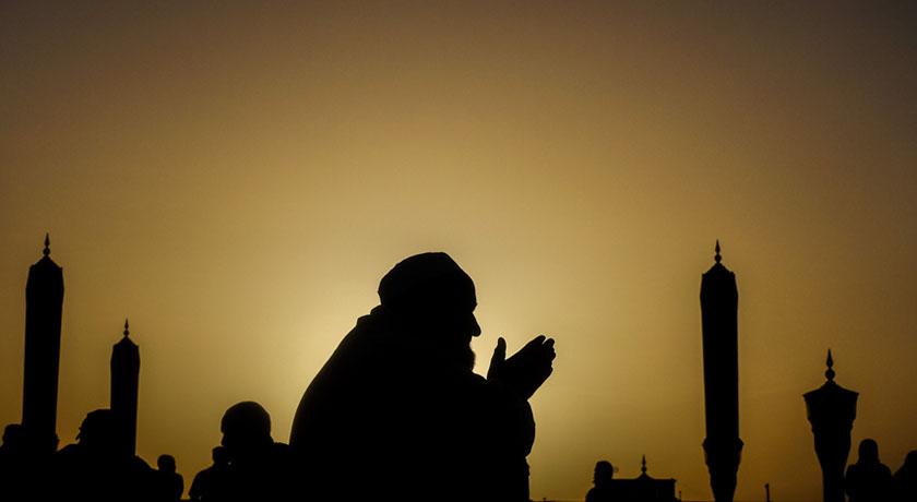 Performing the Fajr Prayer - International Link Tours